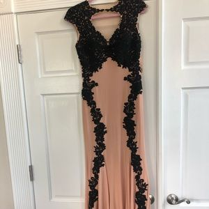 Betsy & Adam size 2 evening/prom/homecoming dress